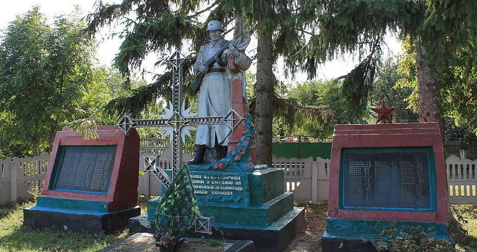 с. Полковничье Ставищенского р-на. Памятник в центре села, установленных на братской могиле жителей села, расстрелянных фашистами 31 декабря 1943г.