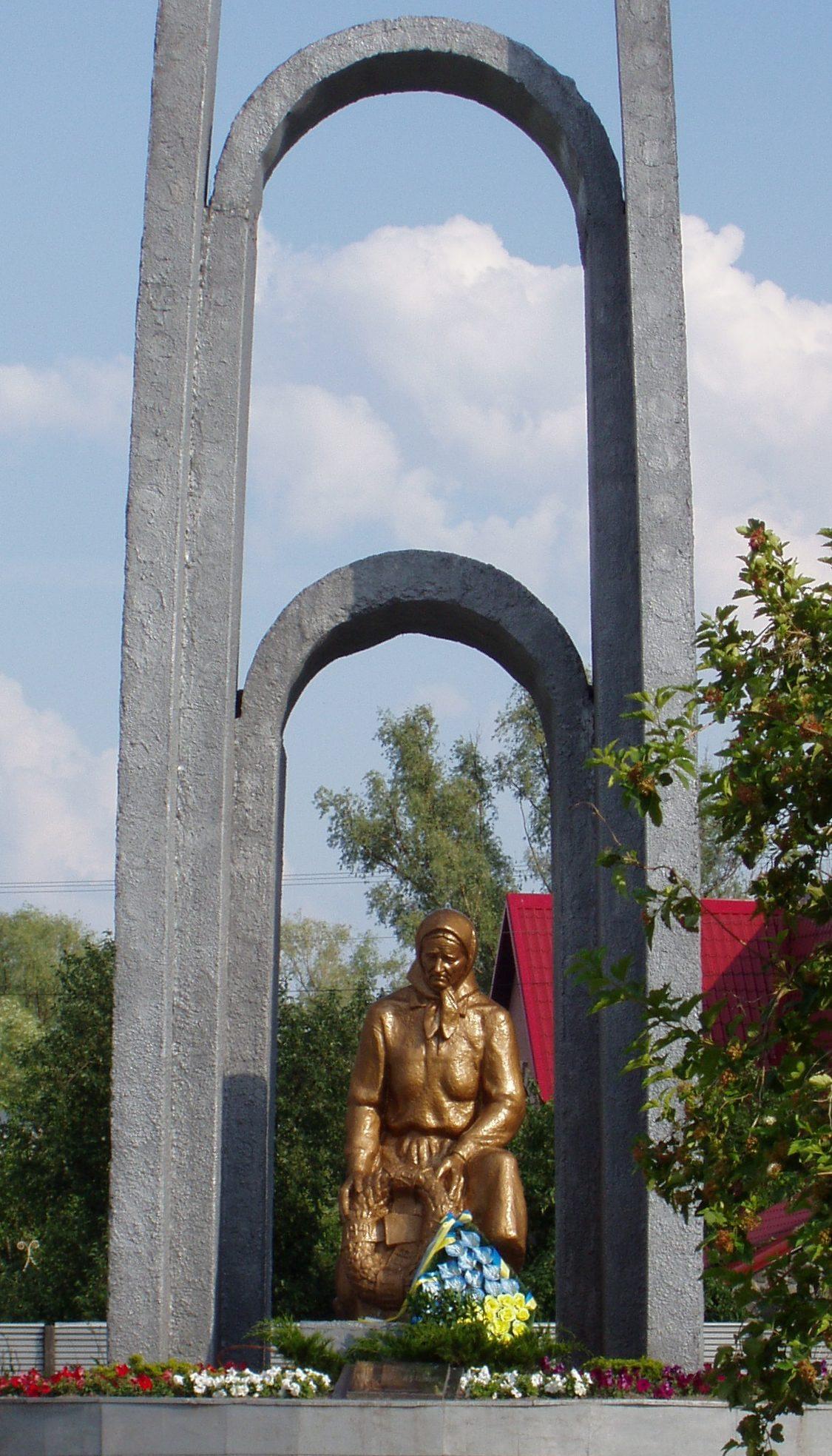 с. Вишенки Бориспольского р-на. Памятник воинам-односельчанам, погибшим в годы войны, был установлен в 1957 году.