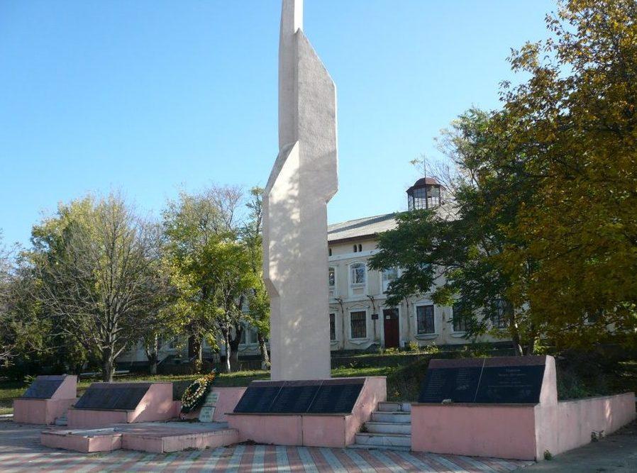 пгт. Окны. Мемориал погибшим воинам в годы войны.