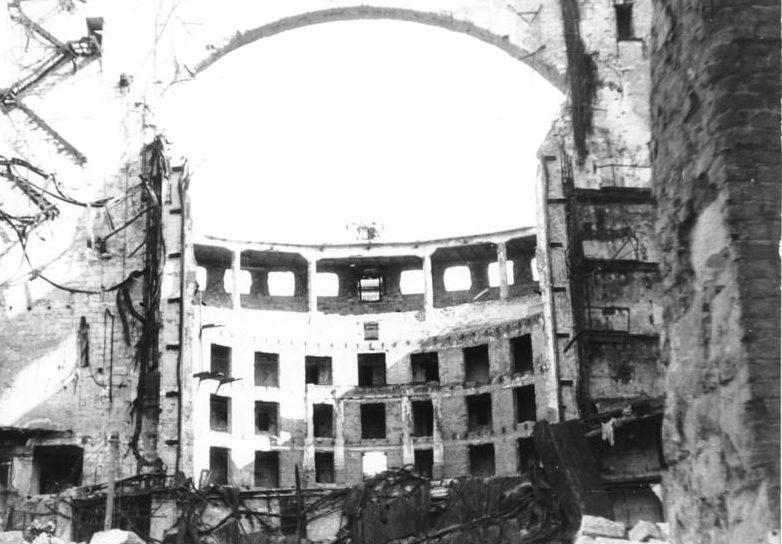 Разрушенный оперный театр. Февраль 1945 г.