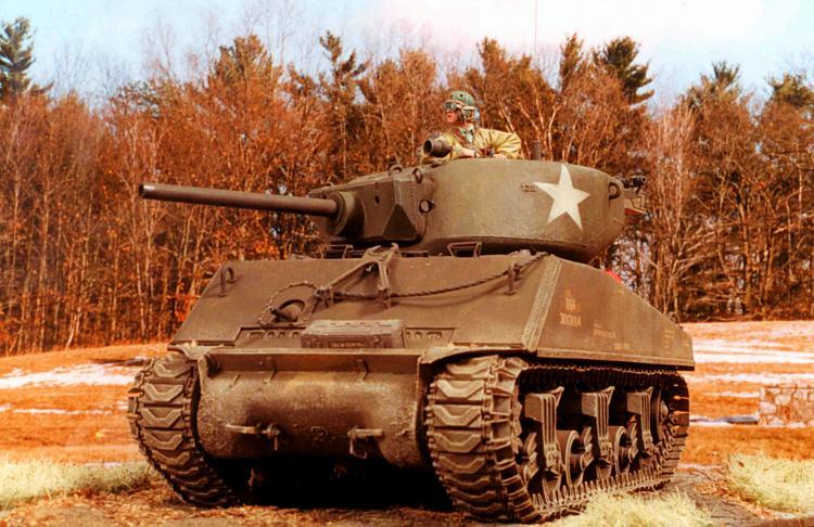 Zaloga Steven. Танк M4A3E2 Jumbo.
