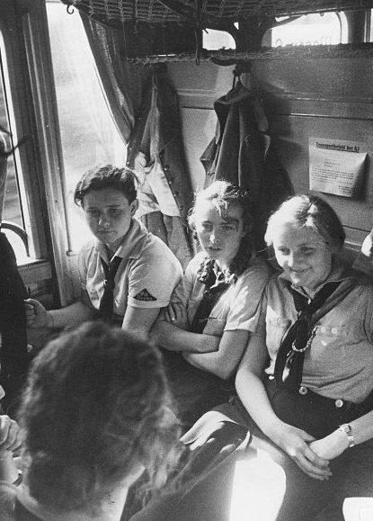 Отъезд девушек в тренировочный лагерь BDM.