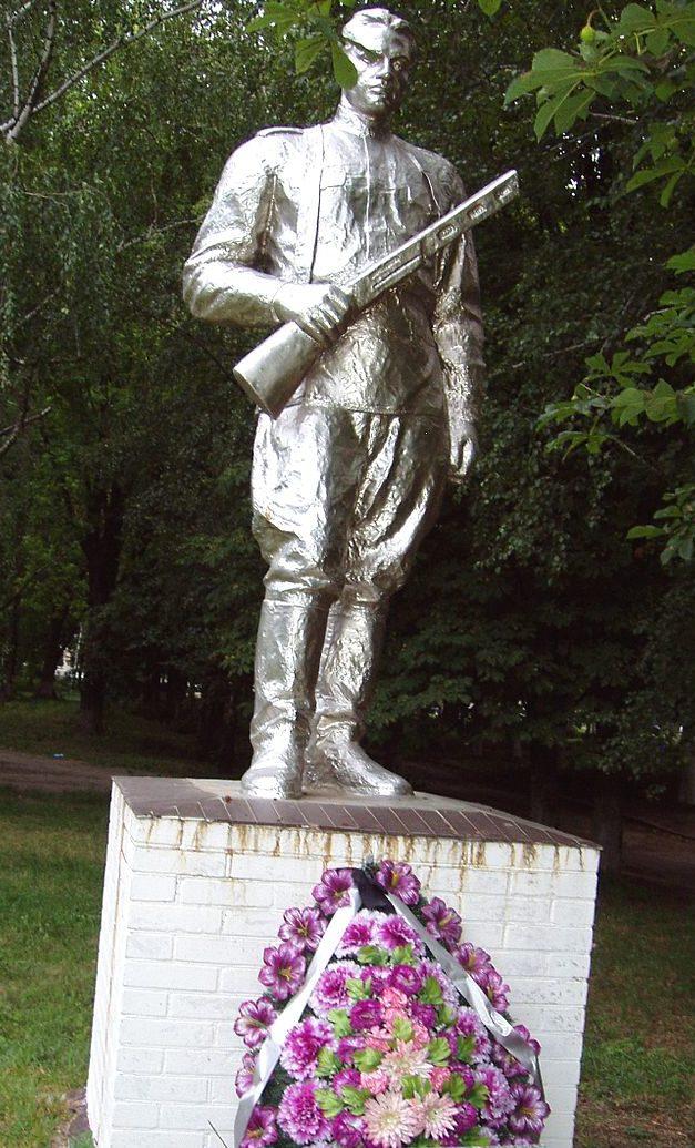 с. Воронков Бориспольского р-на. Памятник, установленный в 1957 году на братской могиле воинам, погибших в годы войны.
