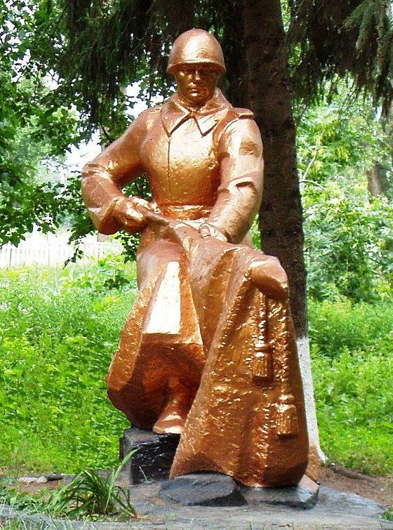 с. Глубокое Бориспольского р-на. Памятник, установленный в 1968 году воинам-односельчанам, погибшим в годы войны.