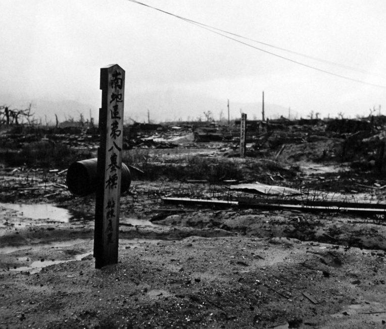 Таблички на братских могилах, погибших горожан. Август 1945 г.