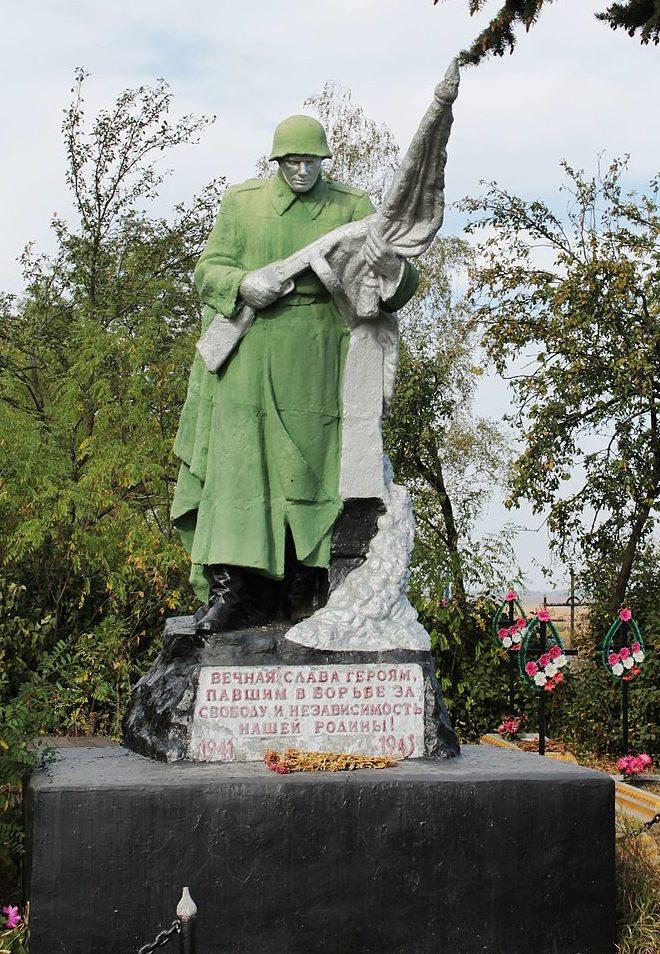 с. Ясеновка Ставищенского р-на. Памятник на кладбище, установленный на братской могиле советских воинов, погибших в январе 1944 г.