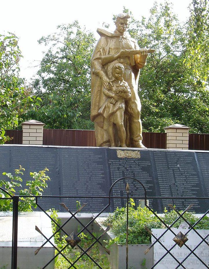 с. Гнедин Бориспольского р-на. Памятник по улице Новой, установлен в 1964 году воинам-односельчанам, погибшим в годы войны.