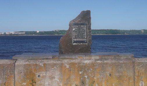 Вышгородский р-н. Памятный знак на месте командного пункта 167-й стрелковой дивизии.