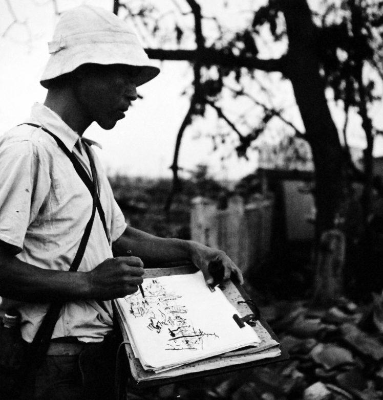 Японский художник рисует картину разрушений города после ядерной бомбардировки Хиросимы. Сентябрь 1945 г.