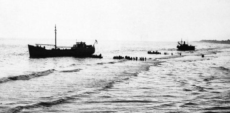 Погрузка британских войск на катера. Дюнкерк, 28 мая 1940 г.