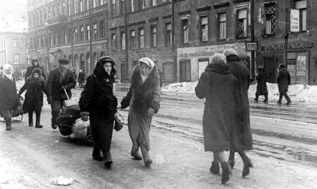 В эвакуацию. 1943 г.