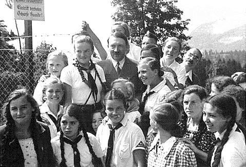 Воспитанницы Союза девочек с Гитлером. Оберзальцберг, 13 августа 1935 г.
