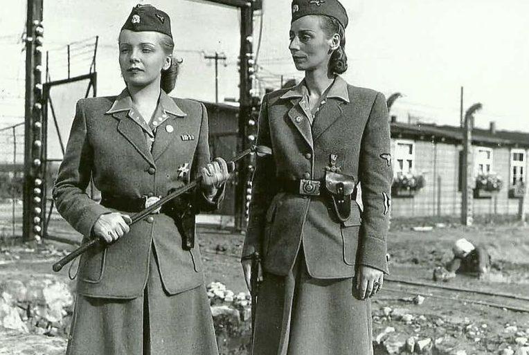 Надзирательницы концлагеря из вспомогательной службы СС Ирма Грис и Мария Мандель.