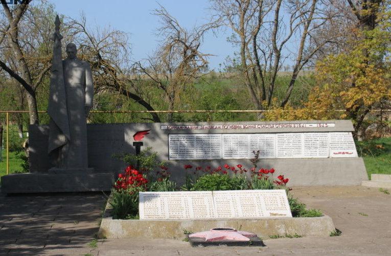 с. Еремеевка Раздельнянского р-на. Памятник воинам-освободителям, погибшим в годы войны.