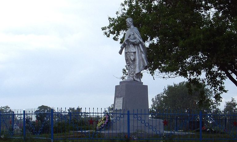 с. Иванков Бориспольского р-на. Памятник, по улице Центральной, установленный в 1954 году на братской могиле воинов, погибших в годы войны.