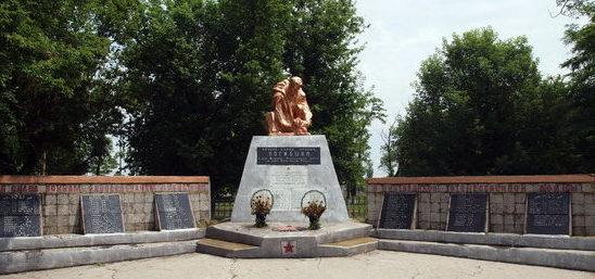 с. Катаржино-Краснознаменка Раздельнянского р-на. Памятник воинам, погибшим в годы войны.