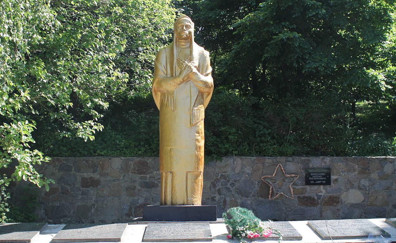 с. Кошив Тетиевского района. Памятник погибшим односельчанам.