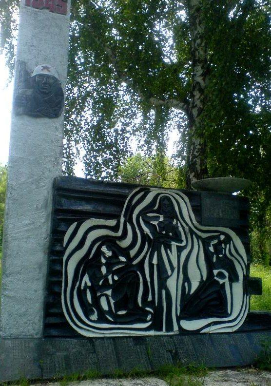 с. Теремцы, Чернобыльская зона отчуждения. Памятник воинам, погибшим в годы войны.