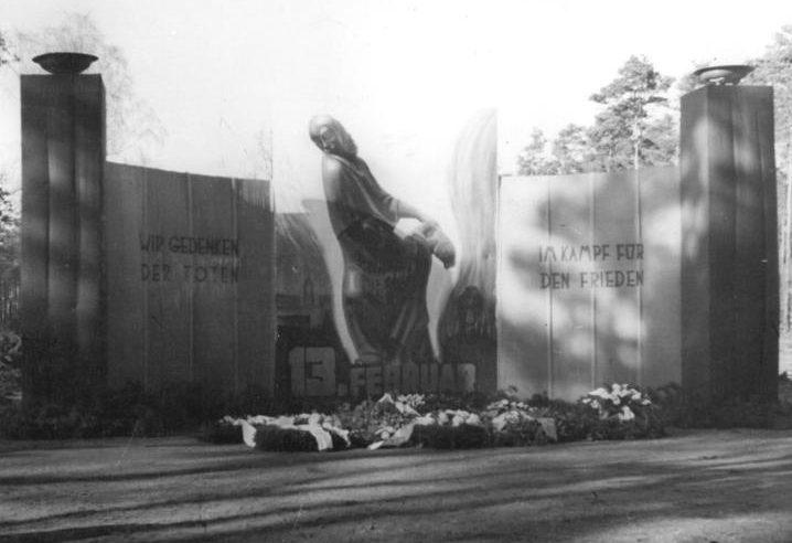 Мемориал на Хайдефридхофе в Вильден-Манне. 14 февраля 1950 г.