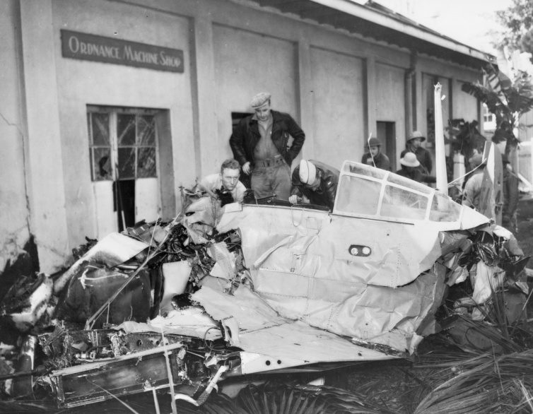 Разбитый аэродром в Перл-Харборе. 7 декабря 1941 г.