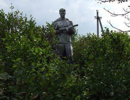 с. Чистогаловка, Чернобыльская зона отчуждения. Братская могила воинов, погибших в годы войны.