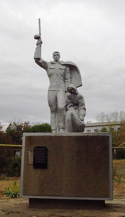 с. Нагорное Ренийского р-на. Памятник советским парашютистам-десантникам, погибшим в 1944 году.