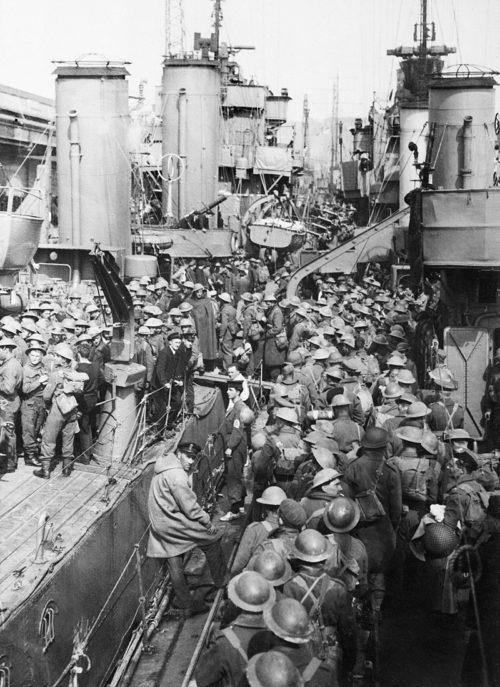 Британские войска на эсминцах Королевского флота, вернувшиеся из Дюнкерка. Дувр, 31 мая 1941 г.