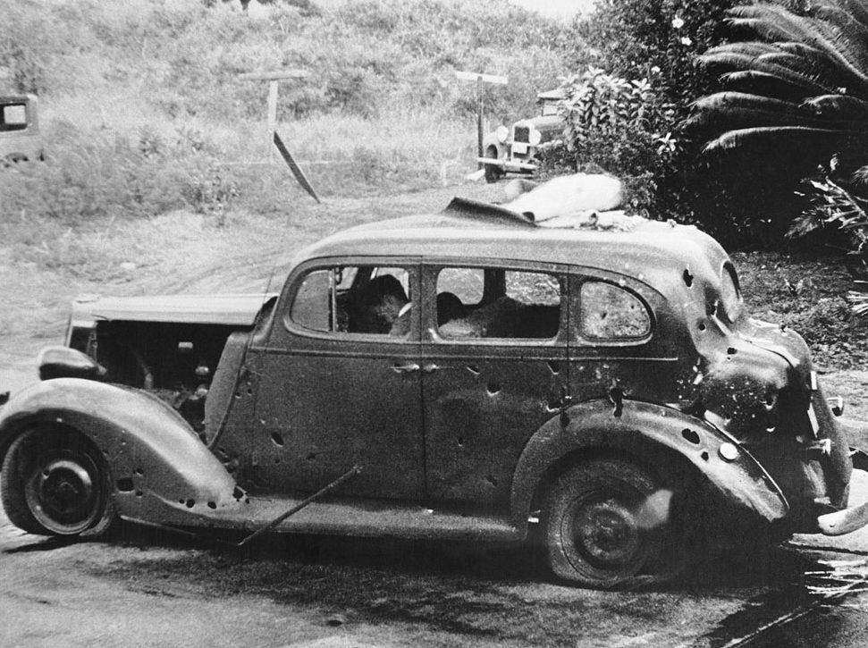 Погибшие гражданские лица от осколков бомб. 7 декабря 1941 г.