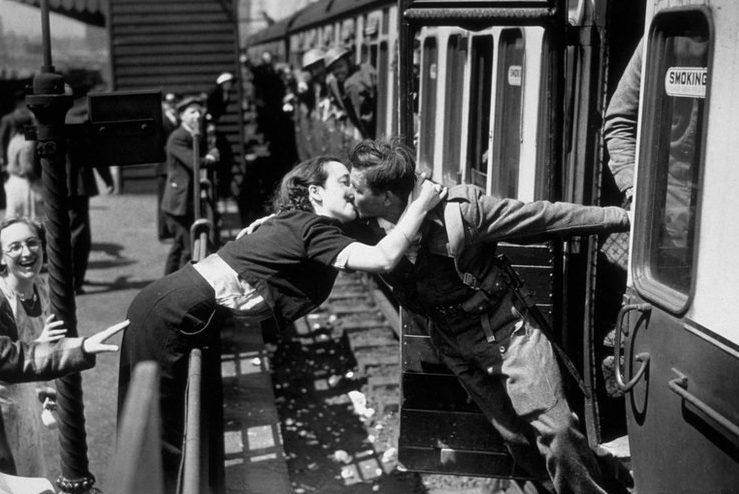 Эвакуированных солдат встречают на Родине. 31 мая 1941 г.