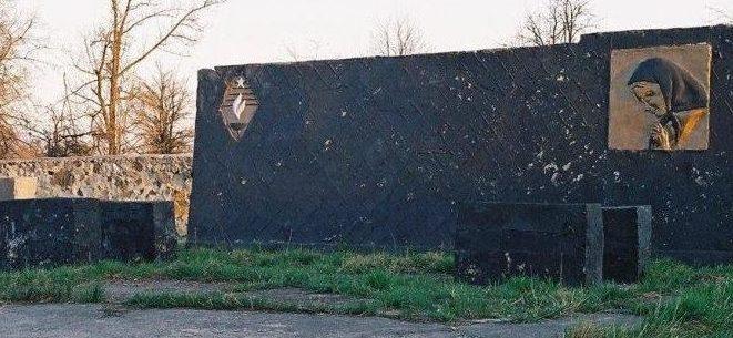 пгт. Саврань. Мемориал жертвам Холокоста, установленный на еврейском кладбище.