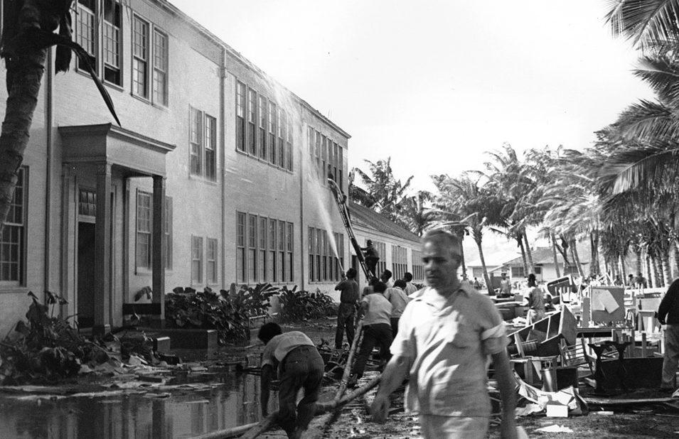 Спасатели тушат пожар после авианалета. Перл-Харбор. 7 декабря 1941 г.