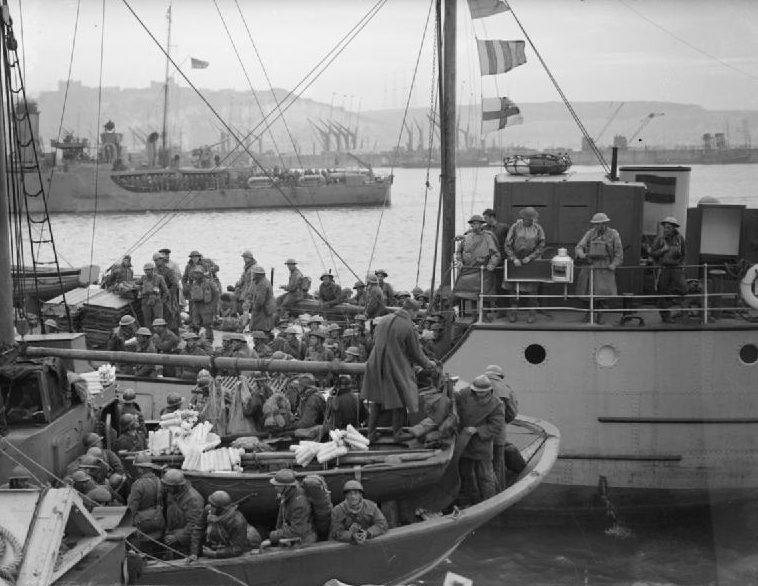 Французские и британские войска на борту судов, причаливших в Довере. 31 мая 1940 г.