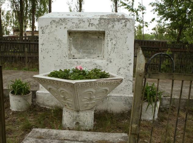 г. Чернобыль. Памятник на братской могиле расстрелянных евреев.