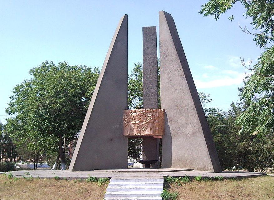 с. Кулевча Саратского р-на. Мемориал воинам, погибшим в годы войны.