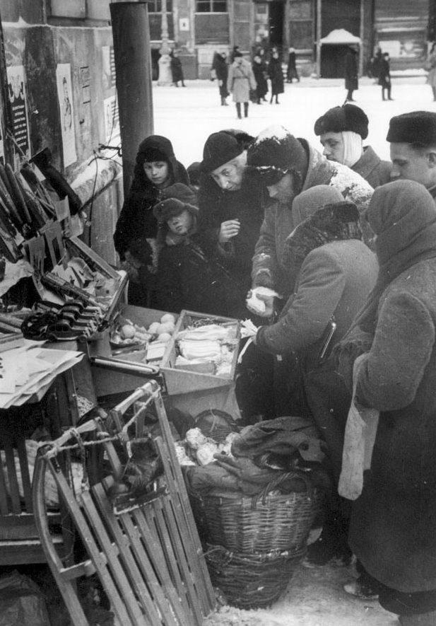 Улицы города. 1943 г.