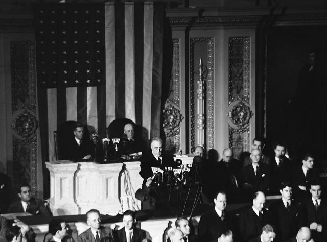 Президент США Франклин Д. Рузвельт просит Конгресс объявить войну. 8 декабря 1941 г.