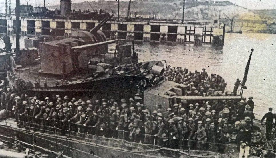 Эсминцы с эвакуированными в ожидании разгрузки. Довер, 31 мая 1940 г.