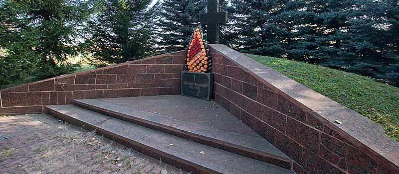 с. Ковалёвка Фастовского р-на. Памятник односельчанам, погибшим в годы войны.