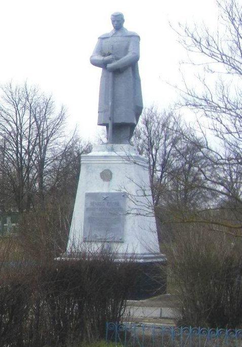 с. Сергеевка Саратского р-на. Памятник, установленный в 1960 году землякам, погибшим в годы войны.