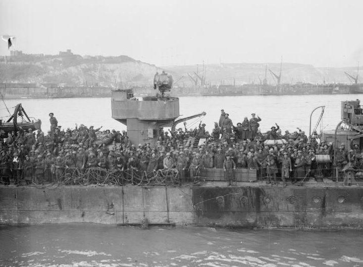 Эсминец с эвакуированными британскими войсками, причаливает в Довере. 31 мая 1940 г.