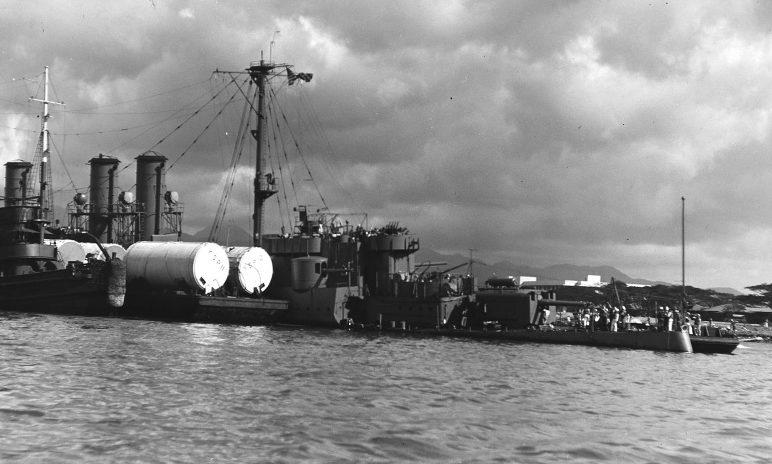 Поврежденный легкий крейсер «Рэйли» в Перл-Харборе. 12 декабря 1941 г.