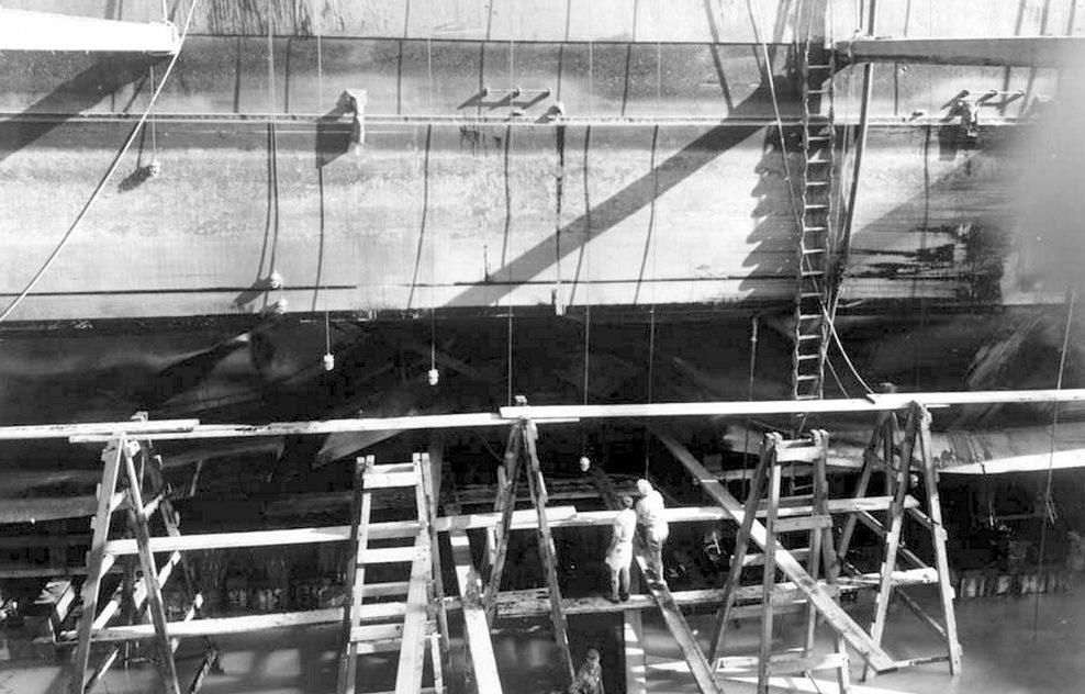 Ремонт легкого крейсера «Helena». 13 декабря 1941 г.