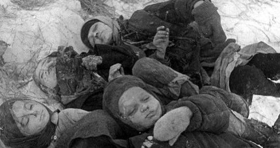 Жертвы блокады. 1943 г.