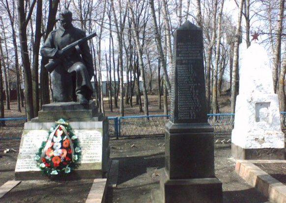 с. Малополовецька Фастовского р-на. Памятник неизвестному солдату.