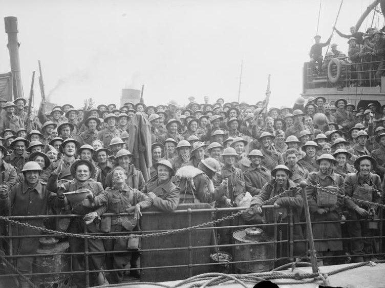 Эсминец Королевского флота с эвакуированными из Дюнкерка причалил в порту. Дувр, 31 мая 1940 г.