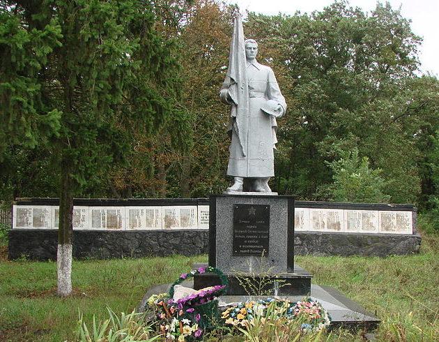 с. Мотовиловка Фастовского р-на. Памятник в центре села воинам-освободителям и воинам-односельчанам, погибшим в годы войны.