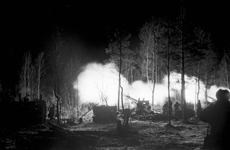 Огонь ведёт корпусная артиллерия. 1 сентября, 1944 г.