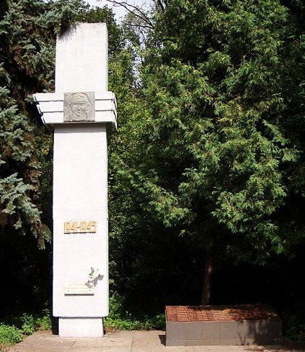 с. Мотовиловская Слободка Фастовского р-на. Памятник на железнодорожной станции Сорочий Брод воинам-железнодорожникам.
