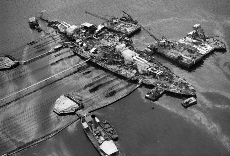 Ремонтные работы на линкоре «Оклахома». 18 июня 1943 г.