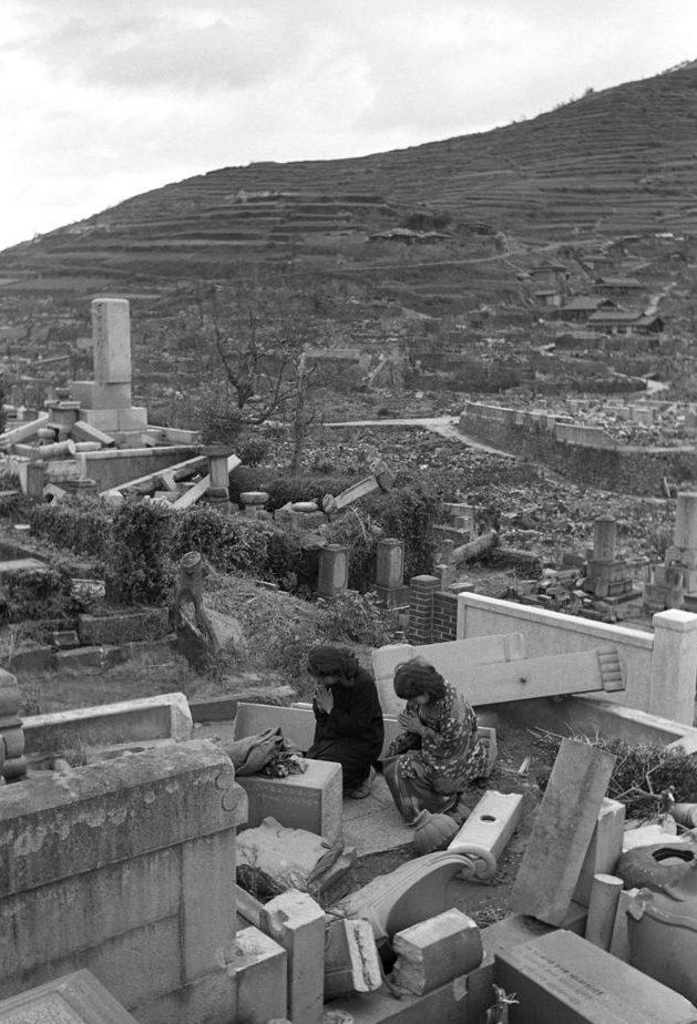 На развалинах дома. Август 1945 г.